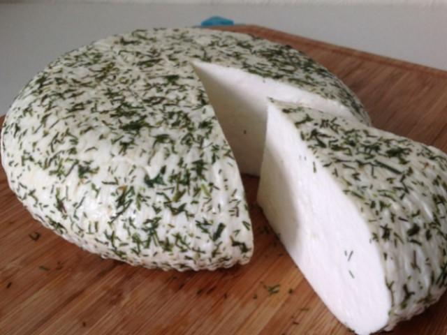 Невероятно вкусный домашний сыр с укропом
