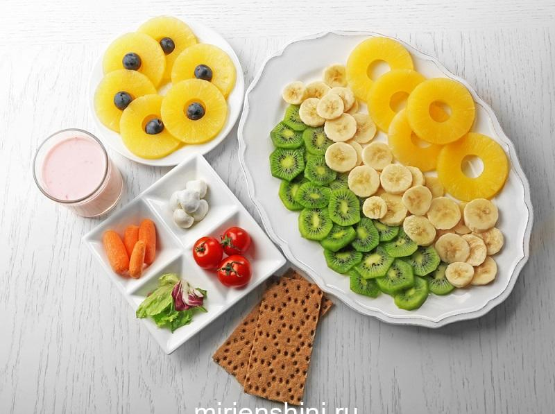 fruits-and-vegetables-on-light-wooden-background-healthy-eating-concept