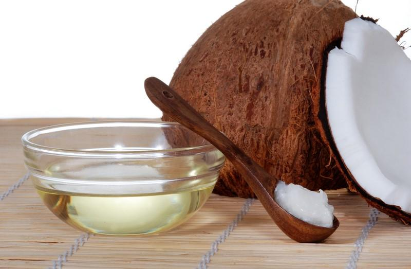 coconut-oil-on-a-bamboo-mat