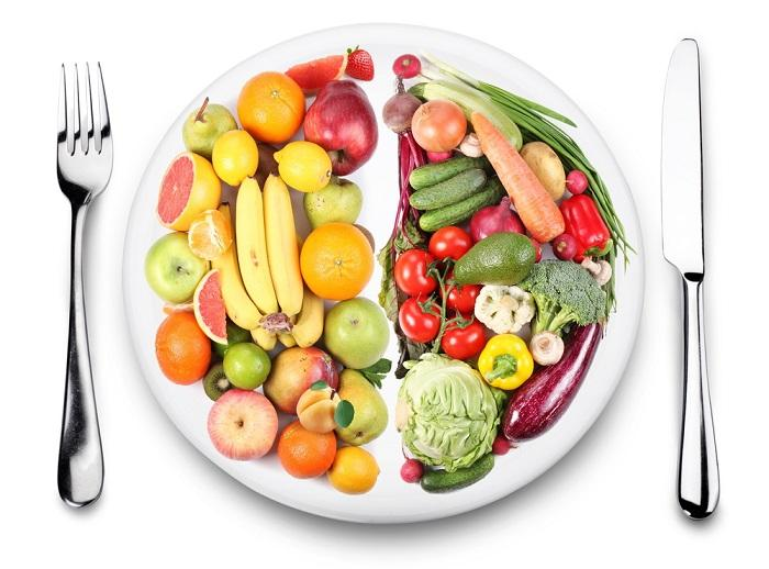 fruits-and-vegetables-are-on-opposite-sides-of-the-plate-iimage-on-white-background