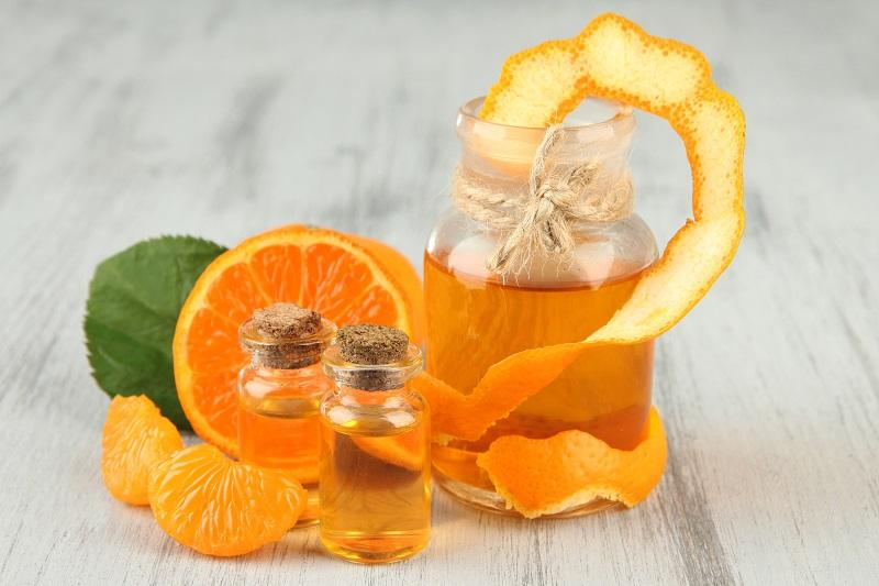 tangerine-essential-oil-and-tangerines-on-wooden-table