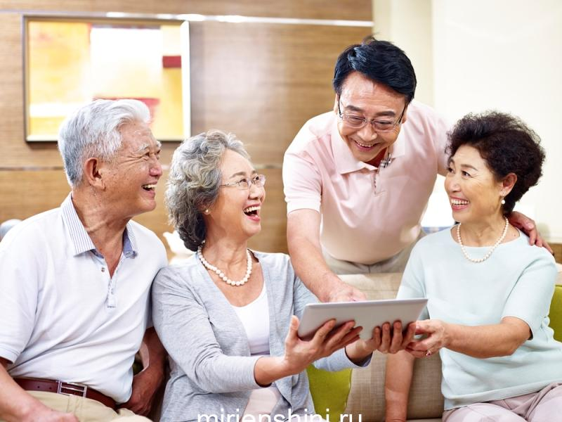 senior-asian-couples-using-tablet-computer